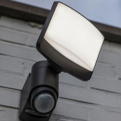 LUTEC Sunshine szolár kültéri fali szolár lámpa, 7,5W, 500 lm, 5000K hideg fehér, IP44, mozgásérzékelővel, fekete, LUTEC-6925601345, 6925601345